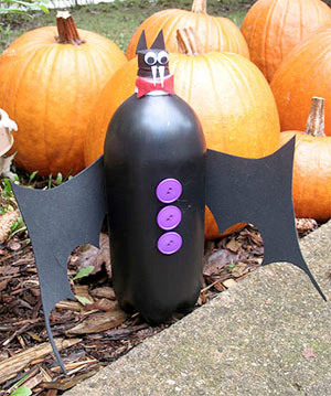bats made out of bottles for halloween
