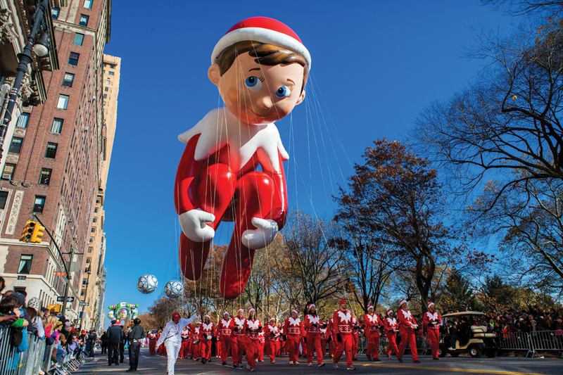 elf on the shelf balloon thanksgiving day parade