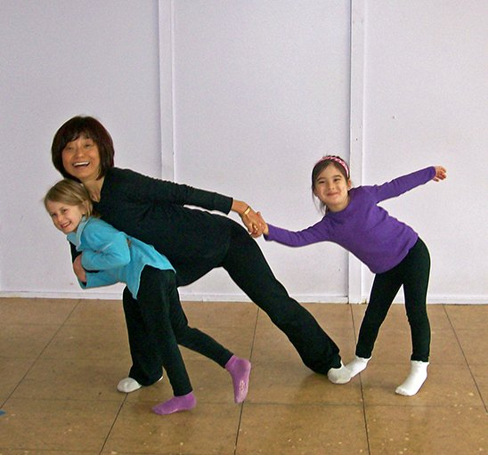 brain dance teacher and students