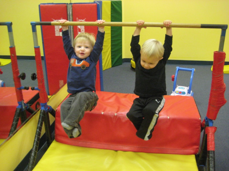 kids on gymnastics bar