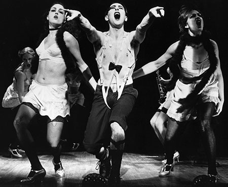 Leenya Rideout, Cumming and Michelle Pawk in the 1998 production of Cabaret