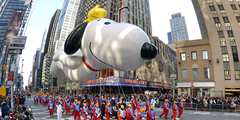macy's thanksgiving day parade snoopy balloon