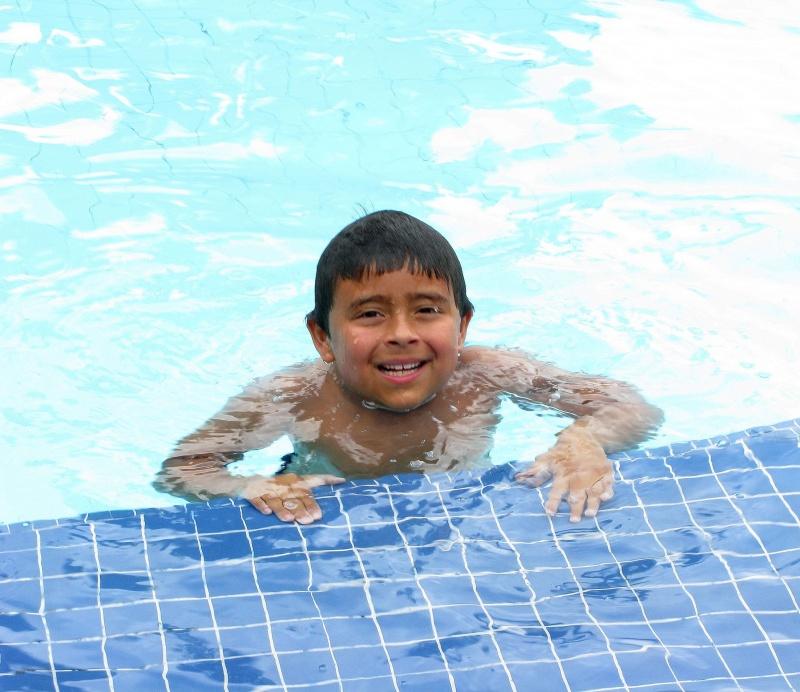 boy-in-pool